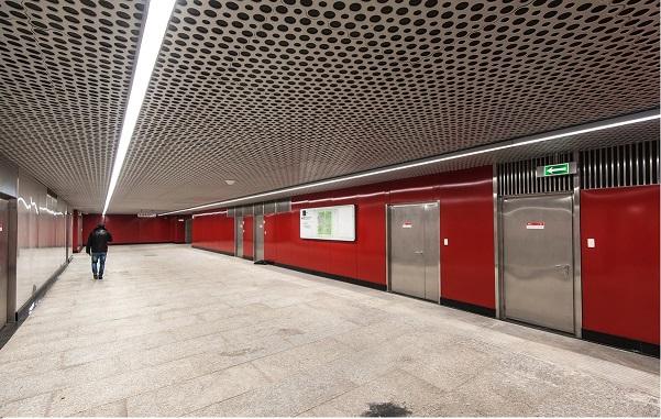 Станция метро Минская, г. Москва, (переход, стеновые панели)